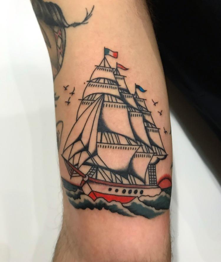 veliero tattoo - Traditional tattoo - vintage tattoo - classic tattoo - tatuaggio old school - Bowery Classic Tattoo Legnano